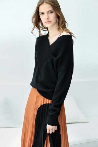 black v neck sweater for girl