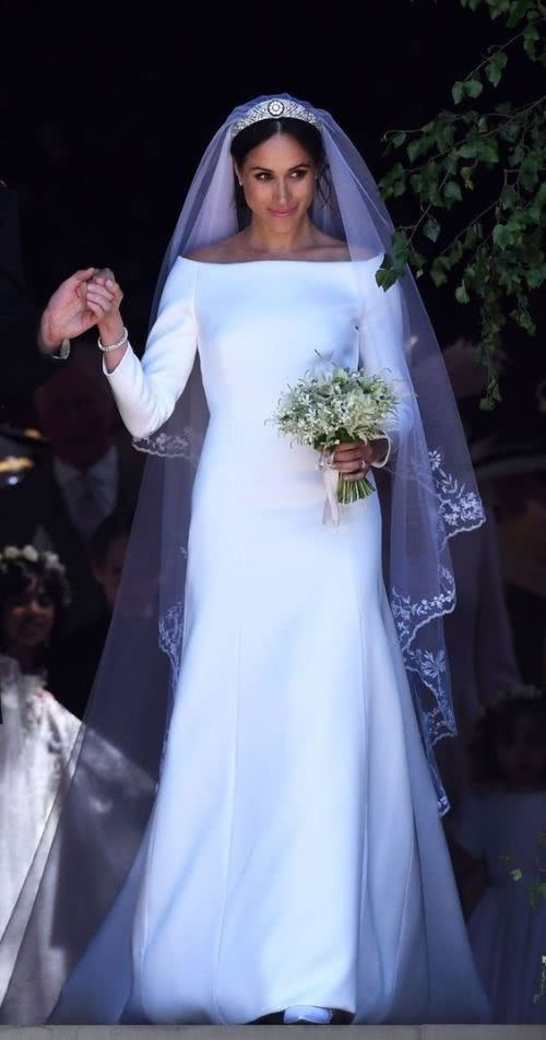 meghan's wedding dress