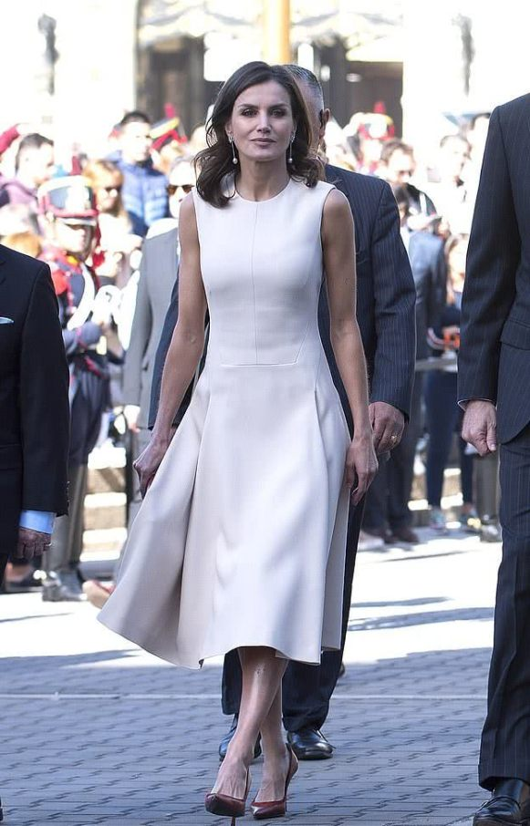 Letizia's long dress